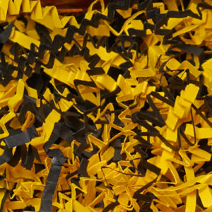 Papier plissé jaune et noir aux couleurs d'abeille